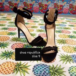 New black heels size 9